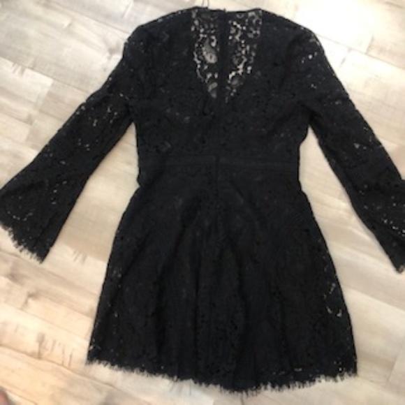 Bardot Dresses & Skirts - Bardot Bellbottom Sleeve Dress